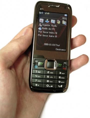 Celular Doble Sim en la Mano -   E71 Doble SIM con TV