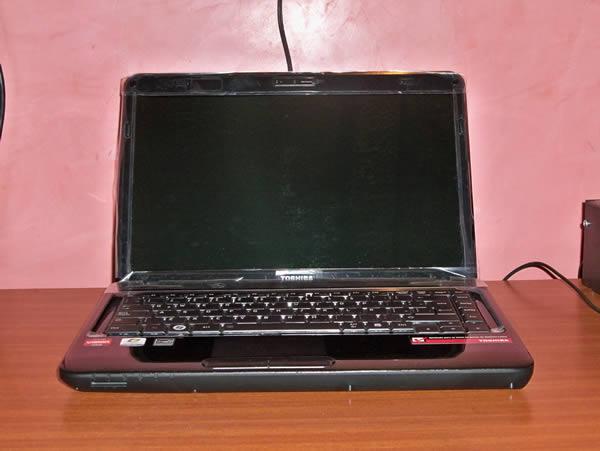 Vista Frontal -   Toshiba L645D SP4015L Usado