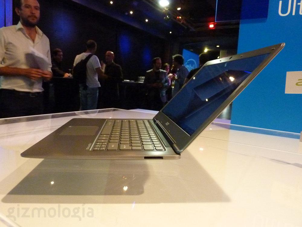 Vista Lateral Derecha - Acer S3 UltraBook Aspire