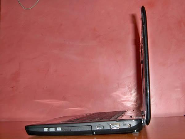 Vista Perfil Derecho -   Toshiba L645D SP4015L Usado
